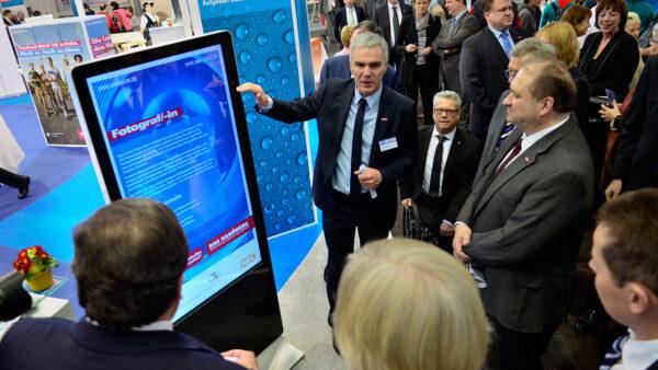 digitale touch Stele für Informationsweitergabe