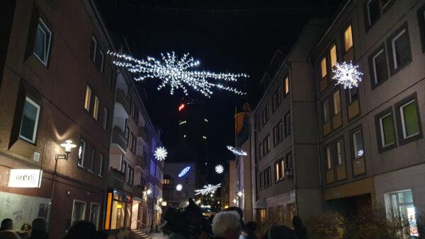 Straßenüberspannung für festliche Beleuchtung in Städten und Kommunen